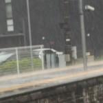 ゲリラ豪雨で電車が5時間動かなくても稼げます。